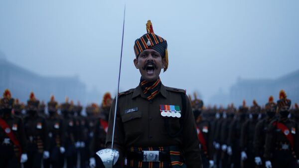 Army soldiers take part in the rehearsal for the Republic Day parade during the early morning, in New Delhi, India, 18 January 2021.  - Sputnik International