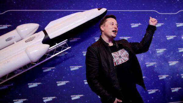 SpaceX owner and Tesla CEO Elon Musk gestures after arriving on the red carpet for the Axel Springer award, in Berlin, Germany, December 1, 2020.  - Sputnik International