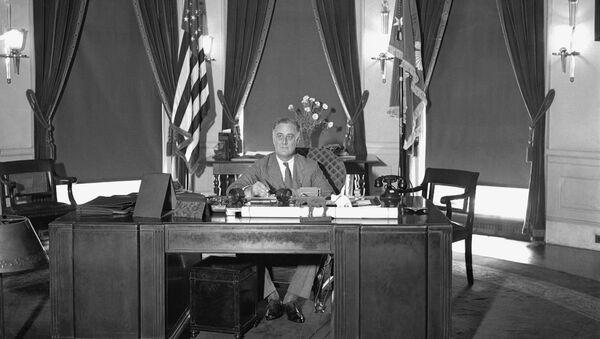 President Franklin D. Roosevelt is shown at his desk at the White House, 27 May 1933.   - Sputnik International