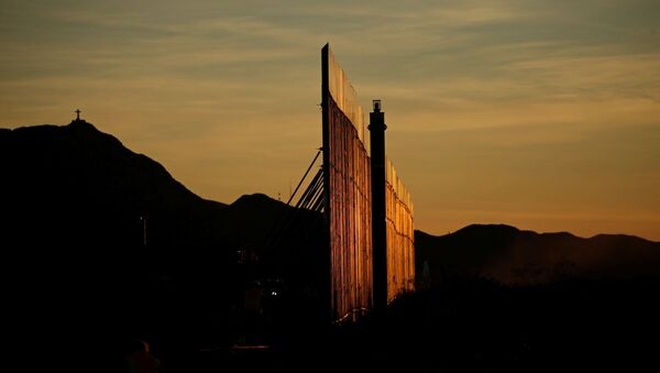 The new section of the bollard-type border wall erected in Sunland Park, New Mexico, U.S., as seen from the Mexican side of the border in Ciudad Juarez, Mexico January 15, 2021 - Sputnik International