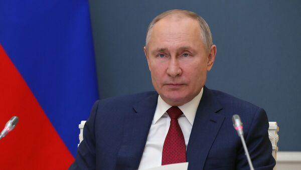 Russian President Vladimir Putin addresses the participants of the World Economic Forum's annual meeting in Davos on 27 January 2021 - Sputnik International