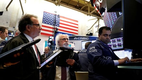Traders work on the floor of the New York Stock Exchange, (NYSE) in New York, NY, U.S., April 30, 2018.  REUTERS/Brendan Mcdermid/File Photo - Sputnik International