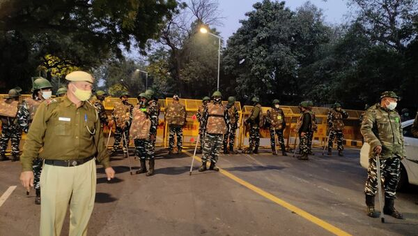 Security forces arrive at the site of the explosion near the Israeli Embassy in Delhi, India, on 29 January 2021. - Sputnik International