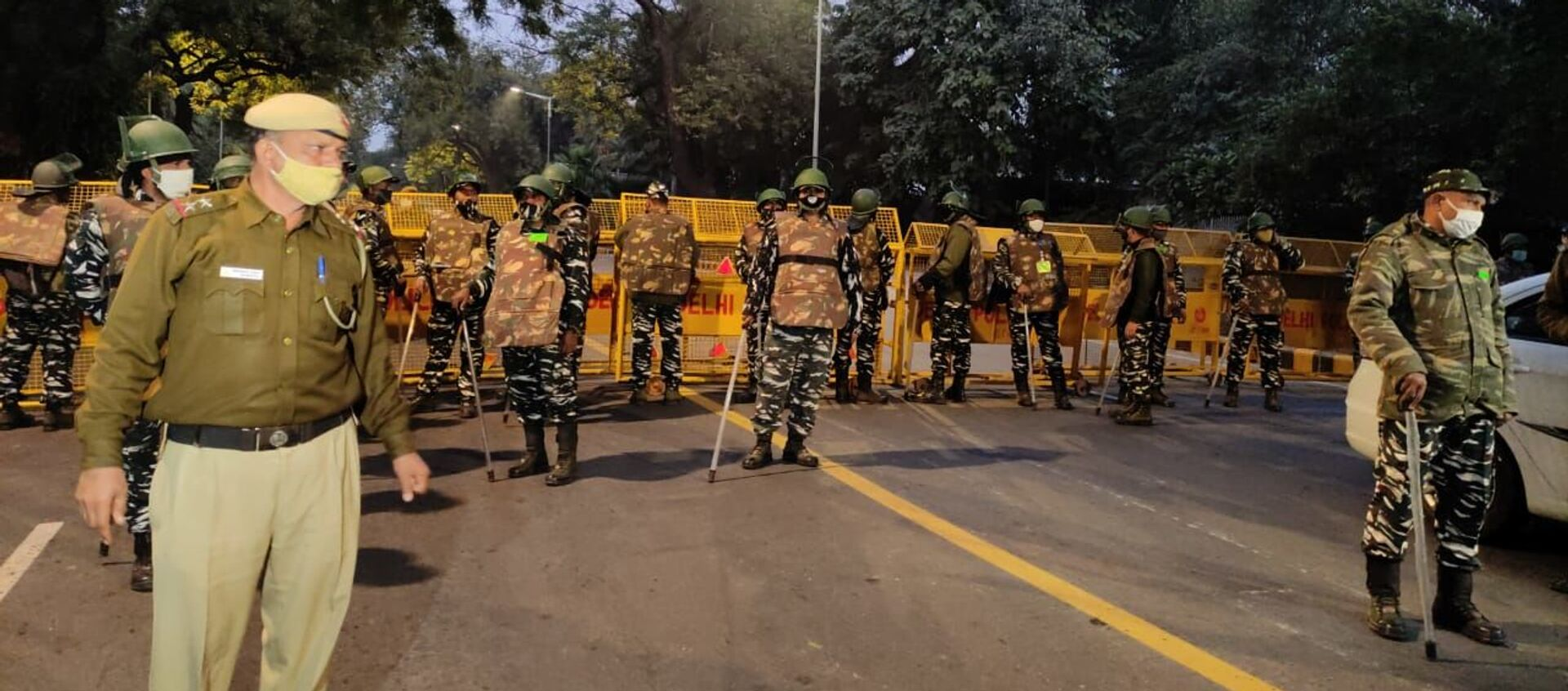 Security forces arrive at the site of the explosion near the Israeli Embassy in Delhi, India, on 29 January 2021. - Sputnik International, 1920, 31.01.2021