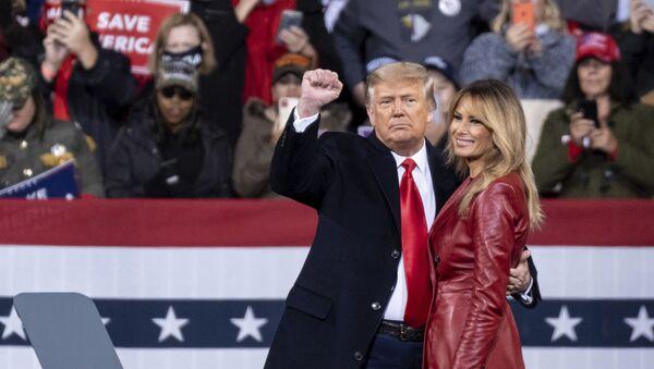 President Donald Trump and first lady Melania Trump prepare to leave a rally for U.S. Senators Kelly Loeffler, R-Ga., and David Perdue, R-Ga., who are both facing runoff elections Saturday, Dec. 5, 2020 - Sputnik International