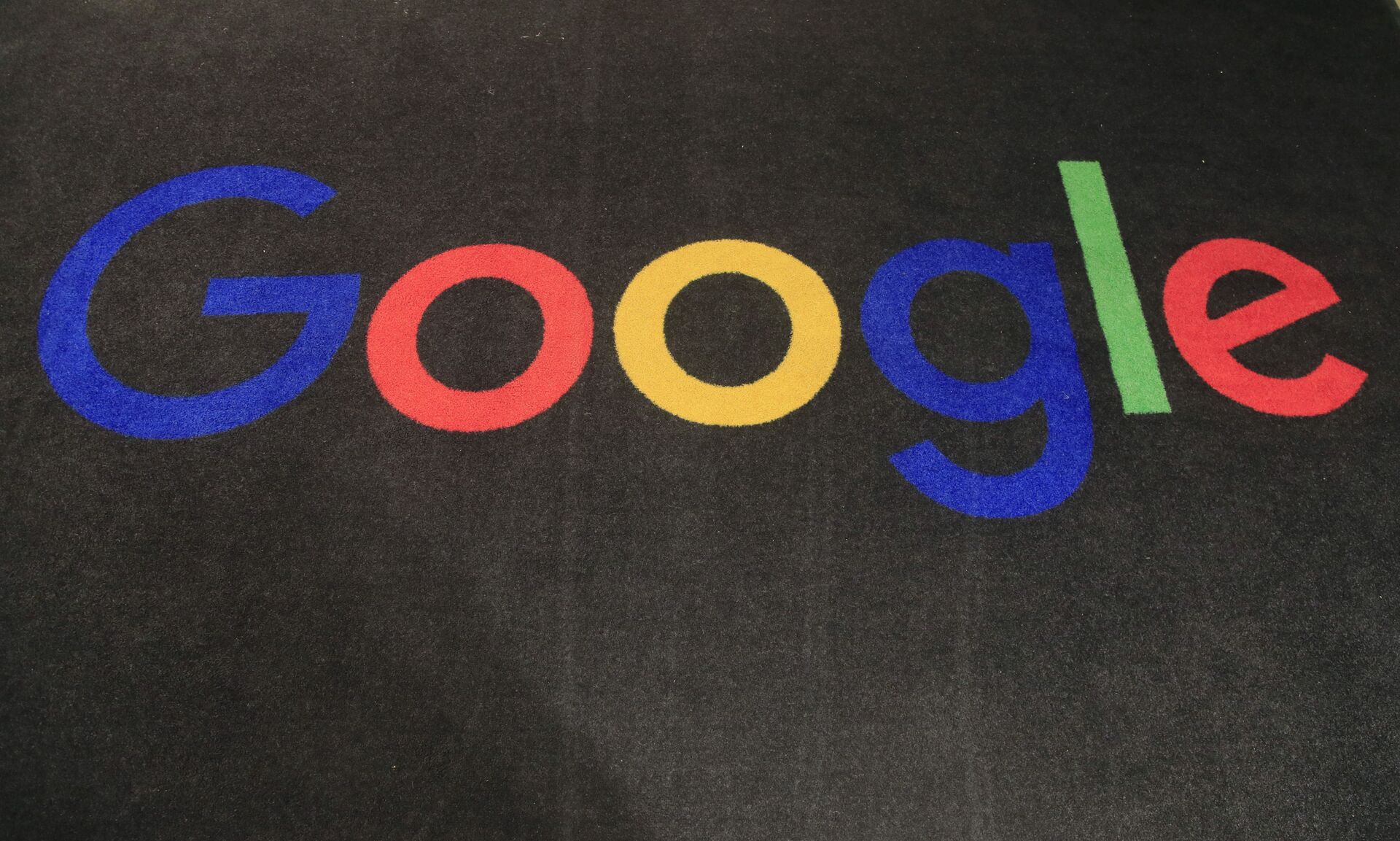 In this Nov. 18, 2019, file photo, the logo of Google is displayed on a carpet at the entrance hall of Google France in Paris. - Sputnik International, 1920, 07.09.2021