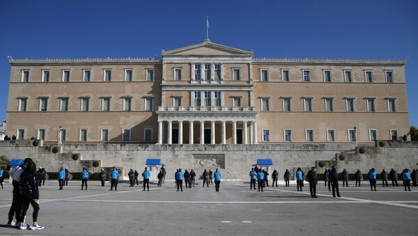 Police guard the Greek parliament during a rally organised by students and teachers against education reforms in Athens, Thursday, Jan. 28, 2021 - Sputnik International