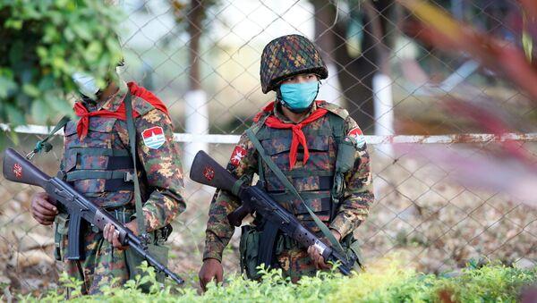 Myanmar's soldiers walk near the congress compound in Naypyitaw, Myanmar, February 2, 2021. REUTERS/Stringer - Sputnik International