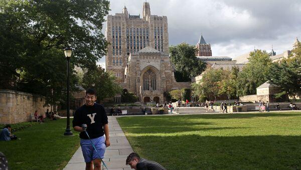 Students walk through Yale University - Sputnik International