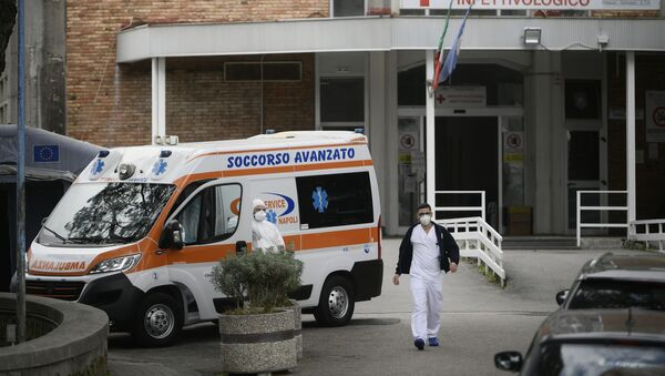 An ambulance is parked outside the entrance to the infectious diseases emergency unit at the Cotugno hospital in Naples on November 12, 2020 amid a surge of COVID-19 cases in Naples overwhelming hospitals. - Sputnik International