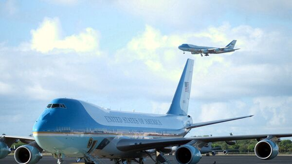 Air Force One lands at Hickam Air Force (AFB) with US President George W. Bush on board for his first visit to Hawaii while holding office. On the ground, the second Boeing VC-25A. - Sputnik International
