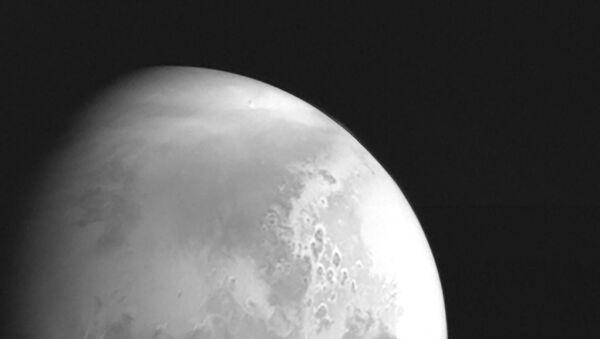 China's Tianwen-1 spacecraft snaps a photo of Mars at 2.2 million kilometers away - Sputnik International