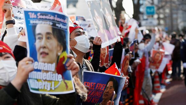 Protesters from Myanmar residing in Japan hold signs with photos of leader Aung San Suu Kyi at a rally against Myanmar's military after it seized power from a democratically elected civilian government and arrested Suu Kyi, outside Foreign Ministry in Tokyo, Japan February 3, 2021. - Sputnik International