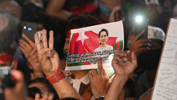 A protester holds an image of the detained Myanmar civilian leader Aung San Suu Kyi during a demonstration condemning the military coup outside the Myanmar embassy in Bangkok on February 4, 2021, days after Myanmar's security forces detained Suu Kyi and the country's president. - Sputnik International