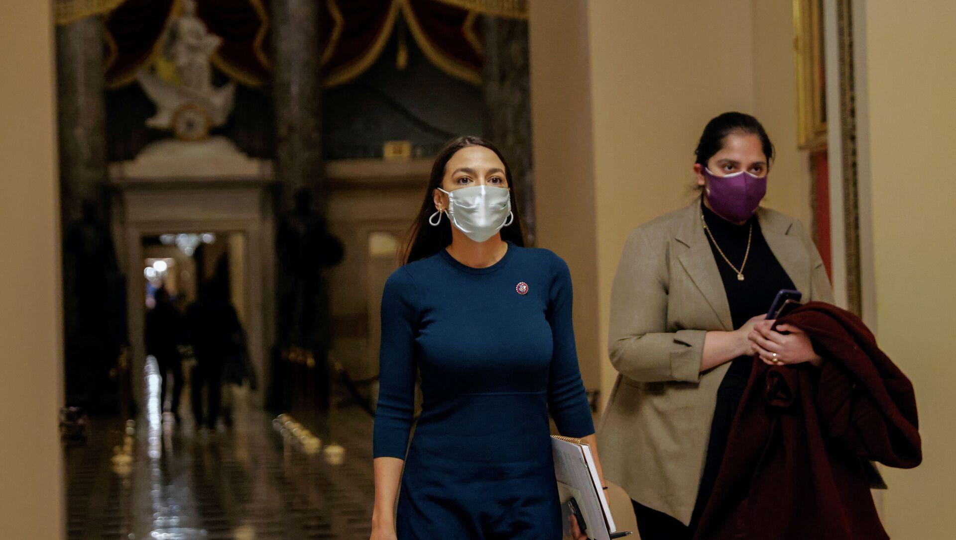 U.S. Rep. Alexandria Ocasio-Cortez (D-NY) walks through the U.S. Capitol - Sputnik International, 1920, 06.02.2021