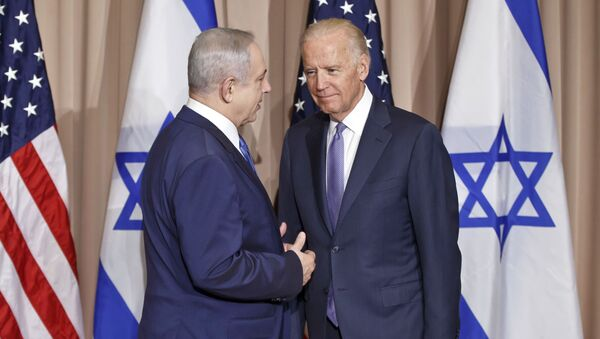Israeli Prime Minister Benjamin Netanyahu, left, and US Vice-President Joe Biden pose for the media prior to a meeting on the sidelines of the World Economic Forum in Davos, Switzerland, Thursday, Jan. 21, 2016. - Sputnik International
