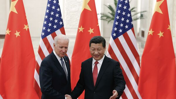 FILE - In this Dec. 4, 2013, file photo, Chinese President Xi Jinping, right, shakes hands with then U.S. Vice President Joe Biden as they pose for photos at the Great Hall of the People in Beijing. - Sputnik International