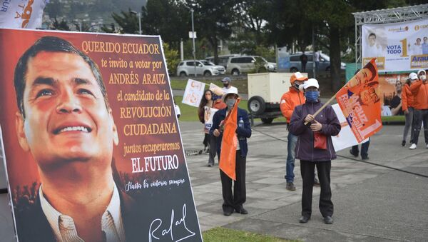 A sing with a picture of former Ecuadorean President Rafael Correa (2007-2017) and reading Dear Ecuador I invite you to vote for ANDREZ ARAUZ, the candidate of the CITIZEN REVOLUTION is seen during the campaign rally of Ecuadorean Presidential candidate for Union por la Esperanza party Andres Arauz in Quito, on January 26, 2021. - Ecuador holds presidential elections on February 7, 2021. - Sputnik International