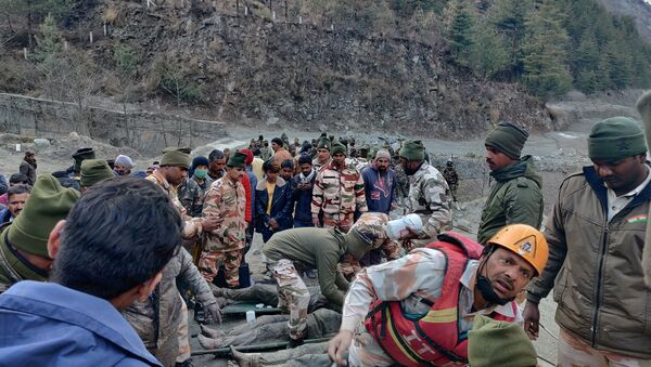 Members of Indo-Tibetan Border Police (ITBP) tend to people rescued after a Himalayan glacier broke and swept away a small hydroelectric dam, in Chormi village in Tapovan in the northern state of Uttarakhand, India, February 7, 2021.  - Sputnik International