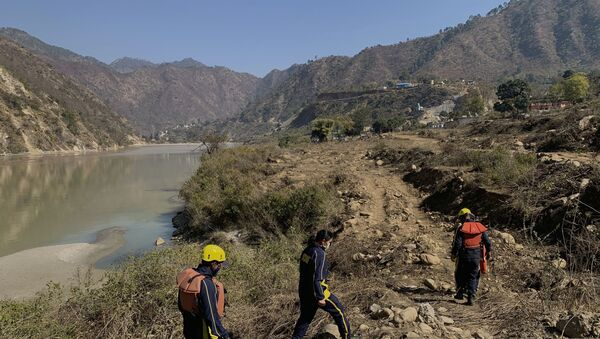 Rescuers arrive to search for bodies in the downstream of Alaknanda River in Rudraprayag, northern state of Uttarakhand, India, Monday, Feb.8, 2021.  - Sputnik International