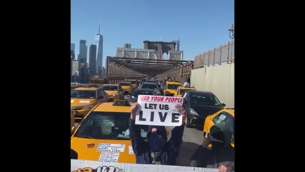 Taxi drivers from the New York Taxi Workers Alliance protested in favor of debt relief by shutting down the Brooklyn Bridge on February 10, 2021 - Sputnik International
