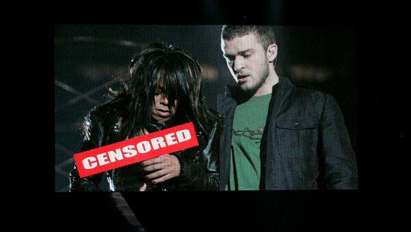 FILE PHOTO: Singer Justin Timberlake looks up at video screen recalling past perfomance at Super Bowl during ESPY Awards in Los Angeles - Sputnik International