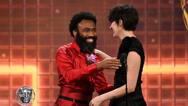 Phoebe Waller-Bridge (R) accepts the Britannia Award for British Artist of the Year from Donald Glover onstage during the 2019 British Academy Britannia Awards presented by American Airlines and Jaguar Land Rover at The Beverly Hilton Hotel on October 25, 2019 in Beverly Hills, California. - Sputnik International