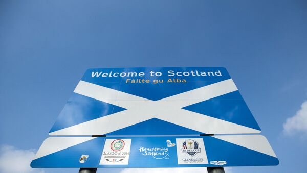 A sign welcomes visitors to Scotland near the town of Selkirk on the border between England and Scotland on September 11, 2014, ahead of the referendum on Scotland's independence.  - Sputnik International