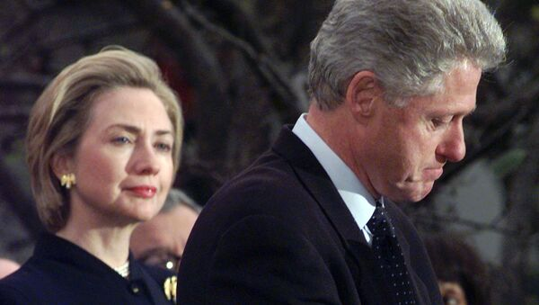 First lady Hillary Rodham Clinton watches President Clinton pause as he thanks those Democratic members of the House of Representatives who voted against impeachment in this 19 December 1998 file photo - Sputnik International