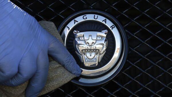 FILE - In this file photo dated Wednesday, Sept. 28, 2016, a worker polishes a Jaguar logo on a car at a Jaguar dealer outlet in London - Sputnik International