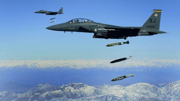 U.S. Air Force F-15E Strike Eagles drop bombs in Afghanistan - Sputnik International