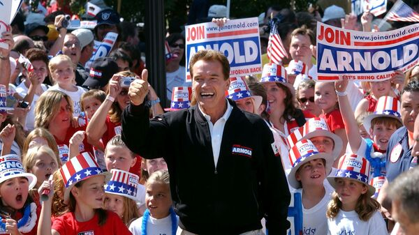 In this Oct. 5, 2003, file photo, Republican candidate for California governor Arnold Schwarzenegger walks up the steps to the state Capitol surrounded by children and waving to supporters during a campaign rally in Sacramento, Calif. California Gov. Gavin Newsom is facing a possible recall election as the nation's most populous state struggles to emerge from the coronavirus crisis - Sputnik International