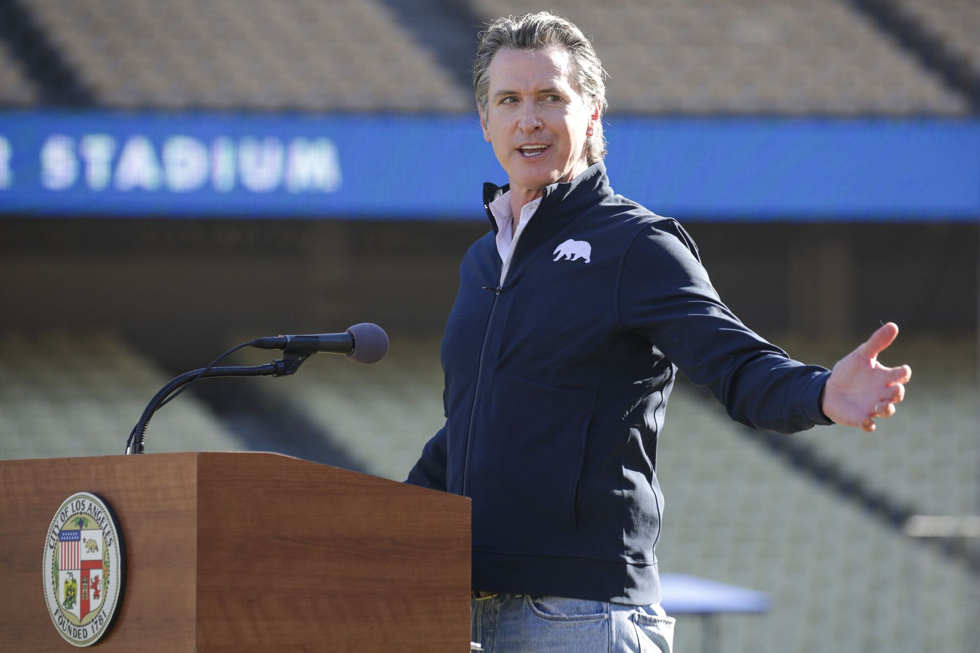 Governor Gavin Newsom addresses a press conference held at the launch of a mass COVID-19 vaccination site at Dodger Stadium on Friday, Jan. 15, 2021, in Los Angeles - Sputnik International, 1920, 07.09.2021