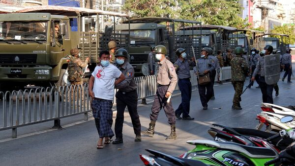 Police detains a man during a protest against the military coup in Mandalay, Myanmar, February 15, 2021. - Sputnik International