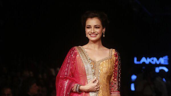 Bollywood actress Dia Mirza poses for photographs during the Lakme Fashion Week in Mumbai, India, Thursday, 27 August 2015. - Sputnik International