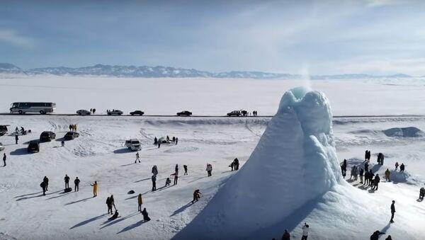 Ice volcano   Frozen 'eruption' appears in Kazakh steppe - Sputnik International