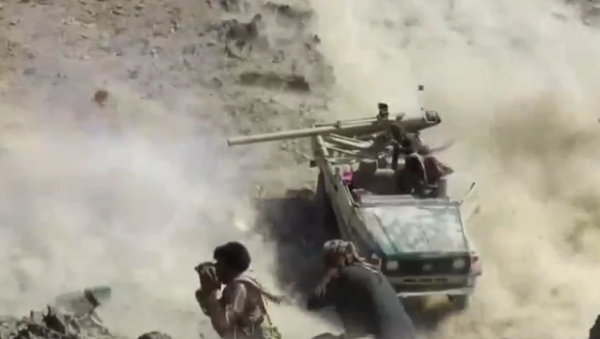 A Houthi technical fires its cannon at pro-government forces in a battle near Marib, Yemen - Sputnik International