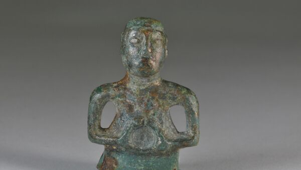 The tiny 1st century figure of a Celtic deity found by National Trust archaeologists shows remarkable detail, including a moustache and details of its hair style - Sputnik International