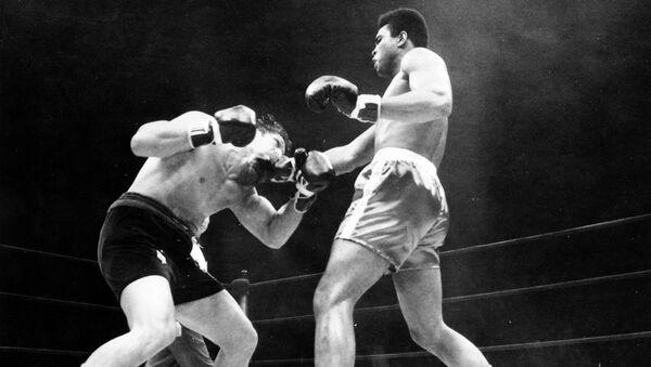 Oscar Bonavena fighting Muhammad Ali in 1970 - Sputnik International