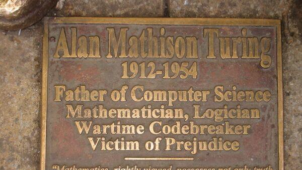 Turing memorial statue plaque in Sackville Park, Manchester - Sputnik International