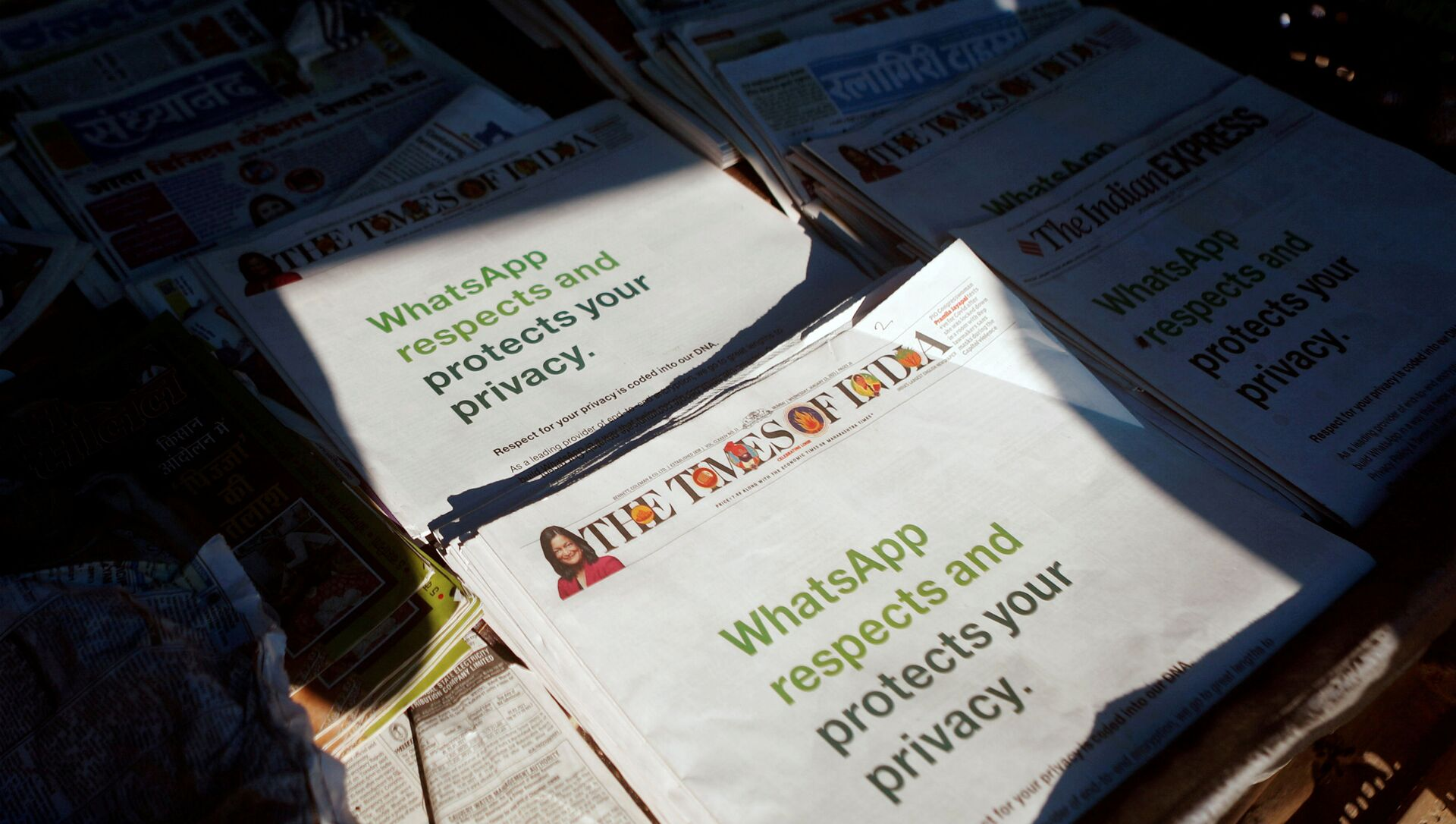 A WhatsApp advertisement is seen on the front pages of newspapers at a stall in Mumbai, India, January 13, 2021. - Sputnik International, 1920, 20.02.2021