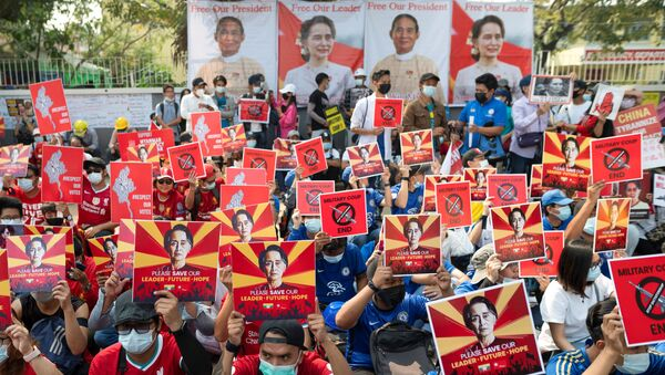 Demonstrators protest against the military coup in Yangon, Myanmar, February 21, 2021. REUTERS/Stringer - Sputnik International