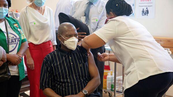 COVID-19 vaccination at Khayelitsha Hospital near Cape Town - Sputnik International