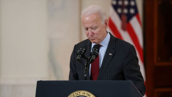 U.S. President Joe Biden concludes his remarks in honor of the 500,000 U.S. deaths from the coronavirus disease (COVID-19), in the Cross Hall at the White House in Washington, U.S., February 22, 2021. - Sputnik International