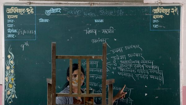 A teacher conducts an online class for her students inside a government-run school, amidst the spread of the coronavirus disease (COVID-19), in Mumbai, India, February 22, 2021.  - Sputnik International