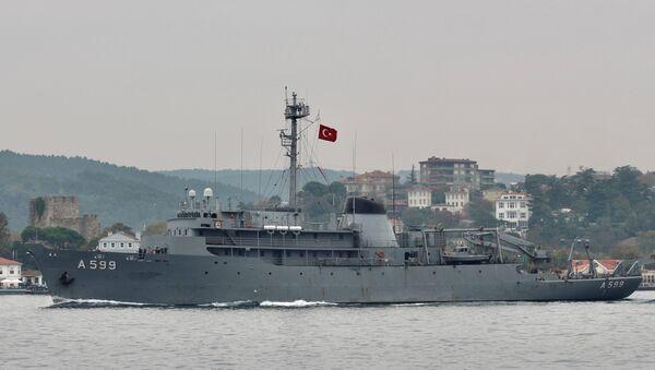 Turkish Navy research vessel TCG Cesme sails in the Bosphorus in Istanbul, Turkey 16 October 2019. - Sputnik International