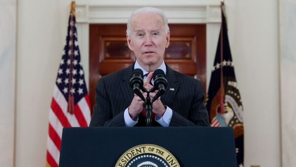 U.S. President Joe Biden delivers remarks in honor of the 500,000 U.S. deaths from the coronavirus disease (COVID-19), in the Cross Hall at the White House in Washington, U.S., February 22, 2021. - Sputnik International