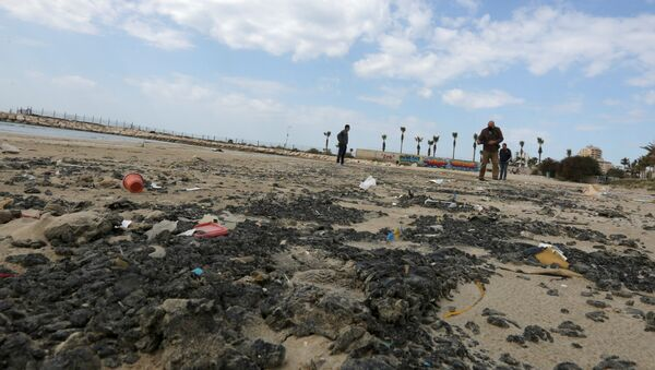 Tar is seen on the beach in the aftermath of an oil spill that drenched much of the Mediterranean, in Tyre nature reserve, Lebanon February 22, 2021 - Sputnik International