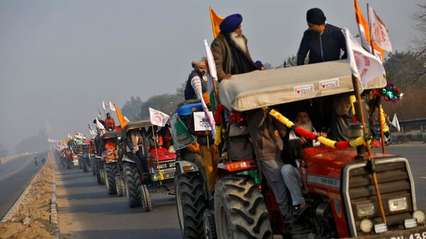 Farmers take part in a tractor rally to protest against farm laws on the occasion of India's Republic Day in Delhi, India, January 26, 2021 - Sputnik International