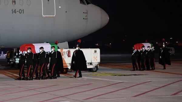 The bodies of Italian ambassador Luca Attanasio and his bodyguard Vittorio Iacovacci arrive back at Rome's Ciampino airport following a deadly attack in the Democratic Republic of Congo, in Rome, Italy, February 23, 2021.  - Sputnik International